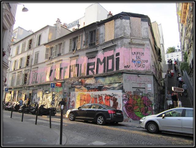Street Art graffitis tags Montmartre, Paris