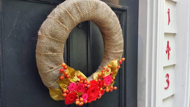 Burlap and Felt Berry Wreath - 8 Great Fall Felt Crafts! www.twenty8divine.com