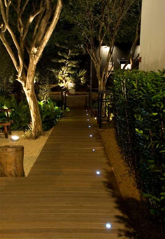 iluminacao jardim balizadorArquiteta e Light Designer – Francine