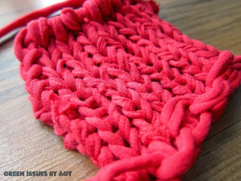 Totally Tutorials: Tutorial - How to Knit with a Rainbow Loom