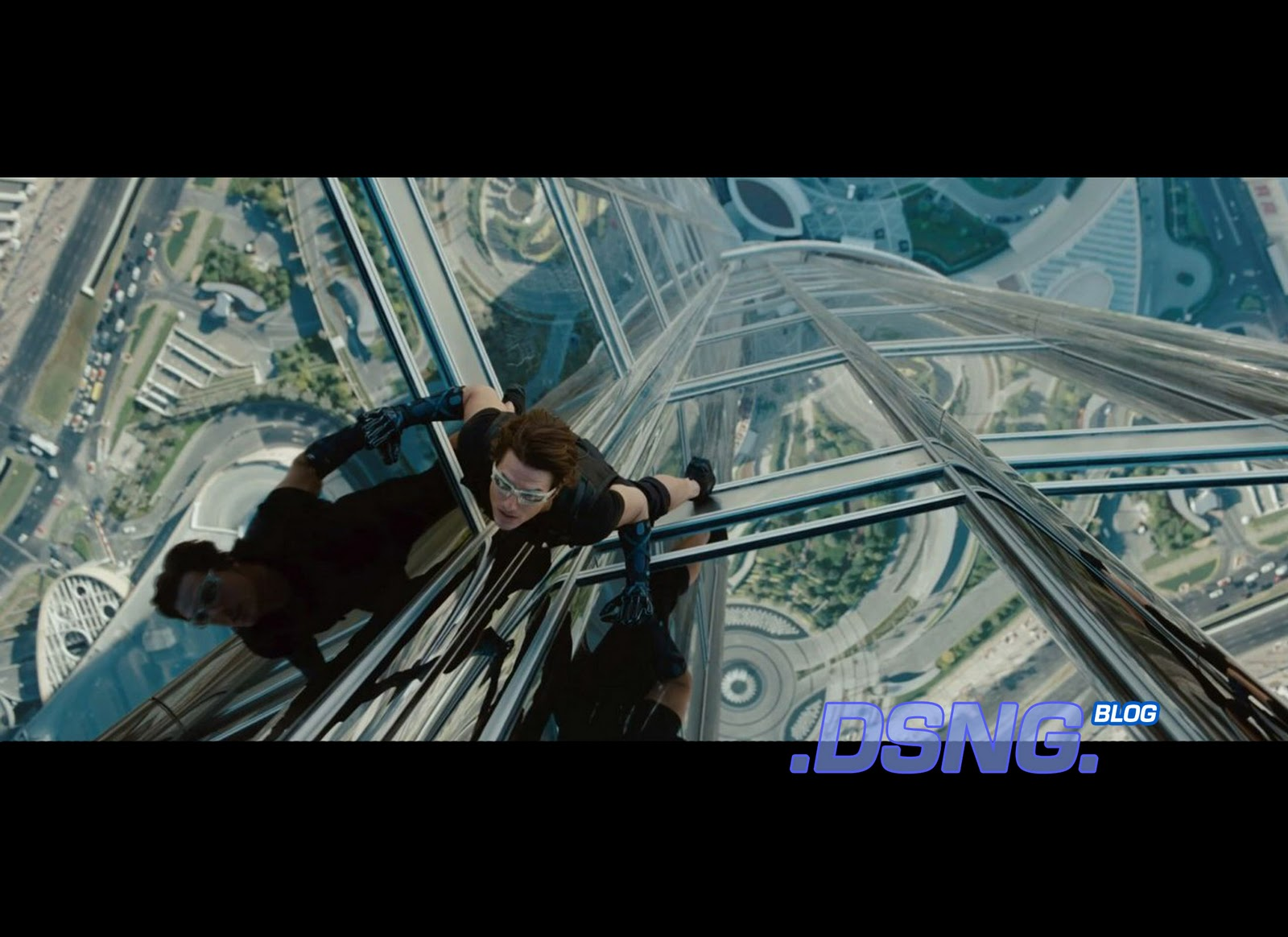 http://1.bp.blogspot.com/-GfPGBQedzT4/TrYKZeeKEmI/AAAAAAAACCc/QTBhM9Y7_cw/s1600/Mission+Impossible+Ghost+Protocol+official+Production+Still-2+climb+climbing+worlds+tallest+building+behind+the+scenes+Tom+Cruise.jpg