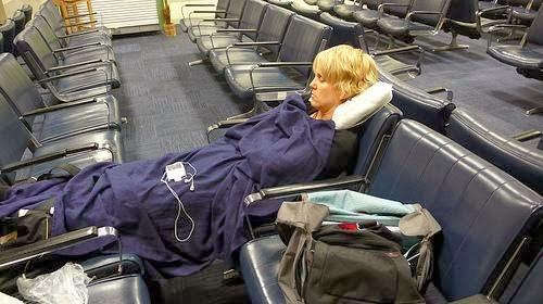 http://www.agen-tiket-pesawat.com/2013/02/tips-menginap-di-bandara.html