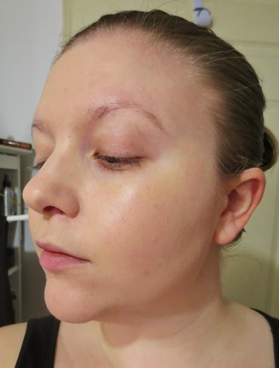 As you can see, it camouflages my redness and post-acne marks quite nicely, without a full-on mask-like effect. The texture is soft and matte, ...