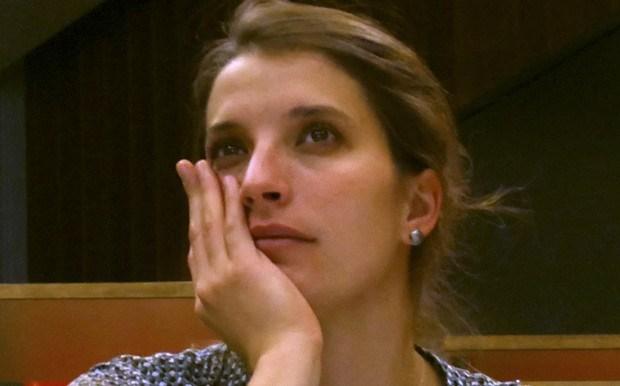 ΤΙ ΛΕΣ ΜΩΡΗ ?? Ελληνίδα : Έχουμε όλοι τις ρίζες μας στην Αφρική