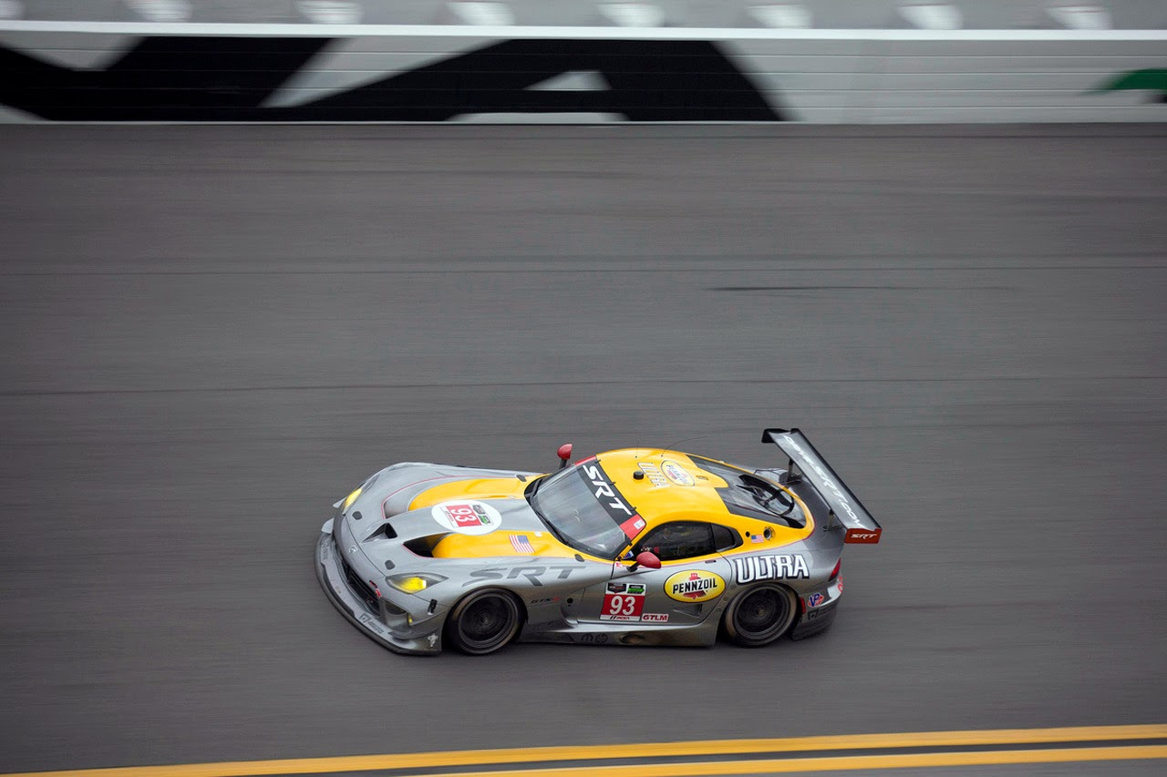 Filename srt viper gts r 2014 roar before the 24 at daytona photos 8 jpg