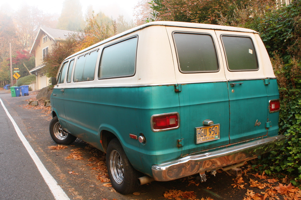 1975 Dodge Sportsman Royal Van.