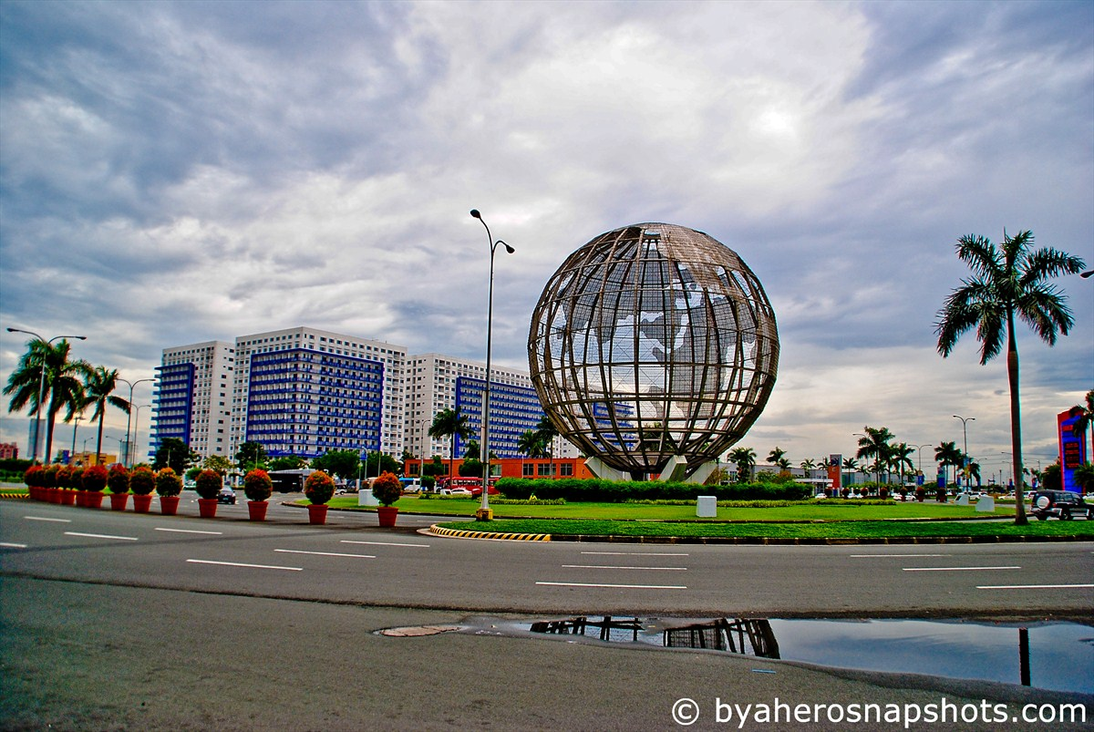 mall of asia Large shopping malls provide a one-stop shopping for anything  several  entertainment attractions such as asia's largest indoor theme park,.