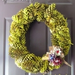 Pine Cone Wreath: How To #tutorial #wreath #pinecones #Fall #Autumn