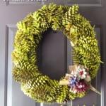 Pine Cone Wreath: How To #tutorial #wreath #pinecones #Fall #Autumn