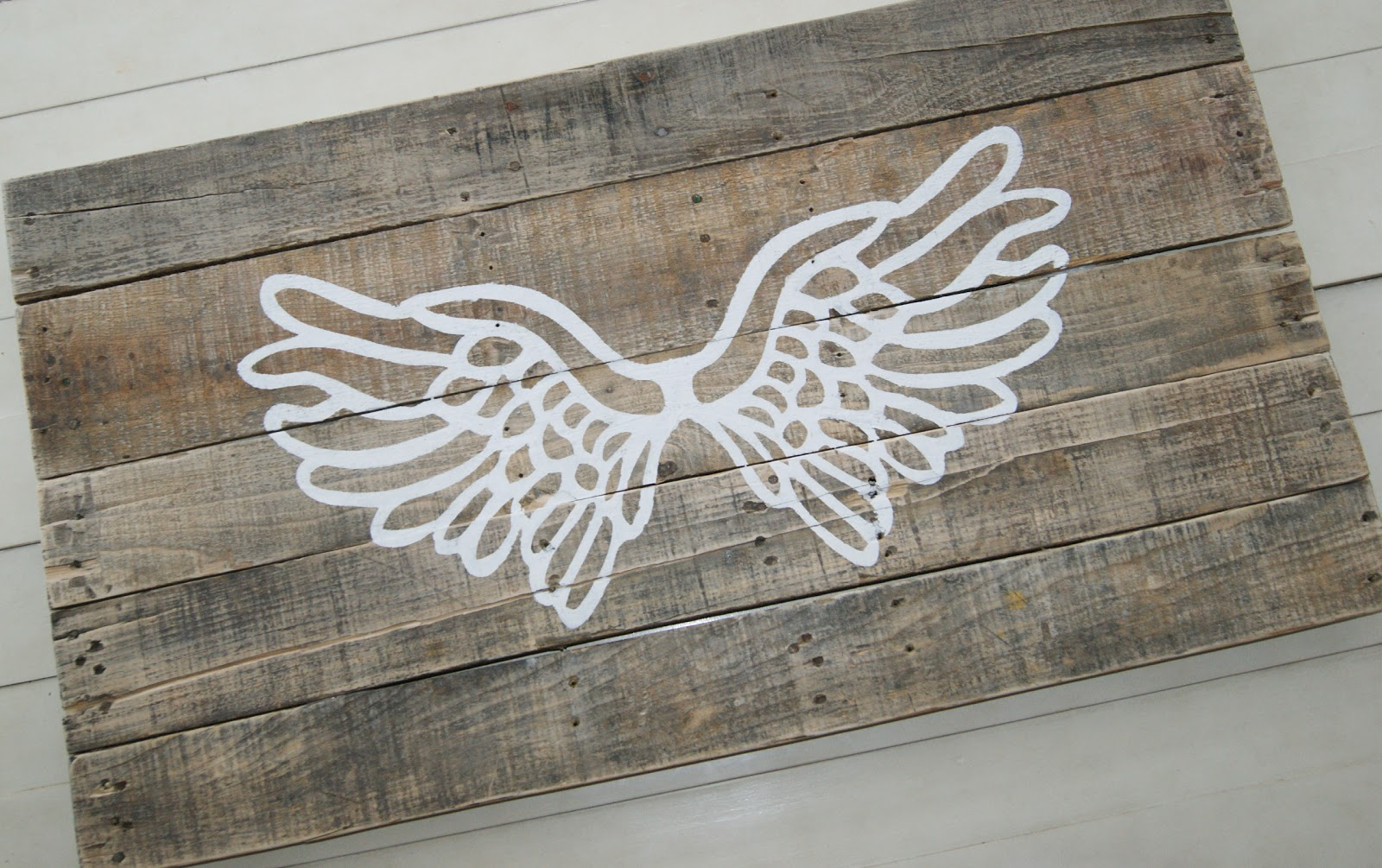 Angel Wings Pallet @ Life of a Craft Crazed Mom