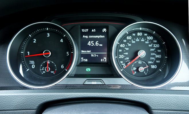 Volkswagen Golf 7 GTD instrument panel
