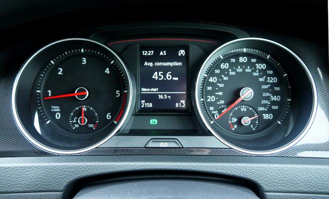 Volkswagen Golf 7 GTD instrument panel