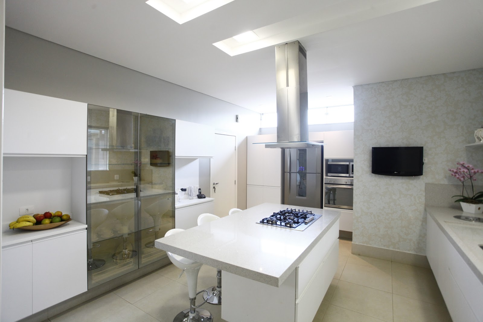 #5A4F3D Construindo Minha Casa Clean: Decoração de Cozinhas Brancas Modernas  474 Janelas Duplas Madeira