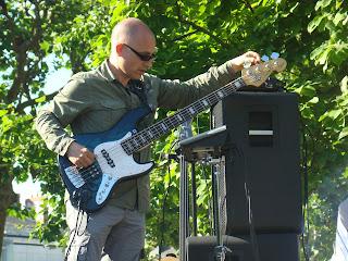 Gilles bassiste de Daonet - concert fête de la Bretagne Nantes