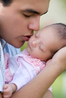 Homem e bebes