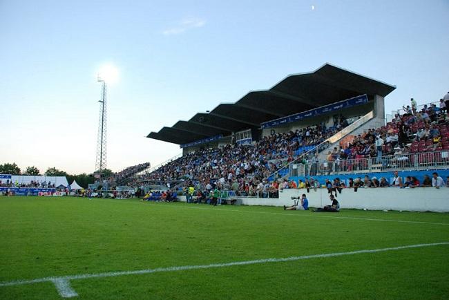 Kibice na stadionie w Grenchen w Szwajcarii - fot. Tomasz Janus / sportnaukowo.pl