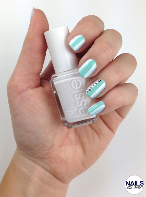 "Genutzt: Essence Studio Nails 24/7 Nail Base - Essie ""Blanc"" - Essie ""Blossom Dandy! - P2 Color Victim ""Remember Me"" - Strass Steinchen"