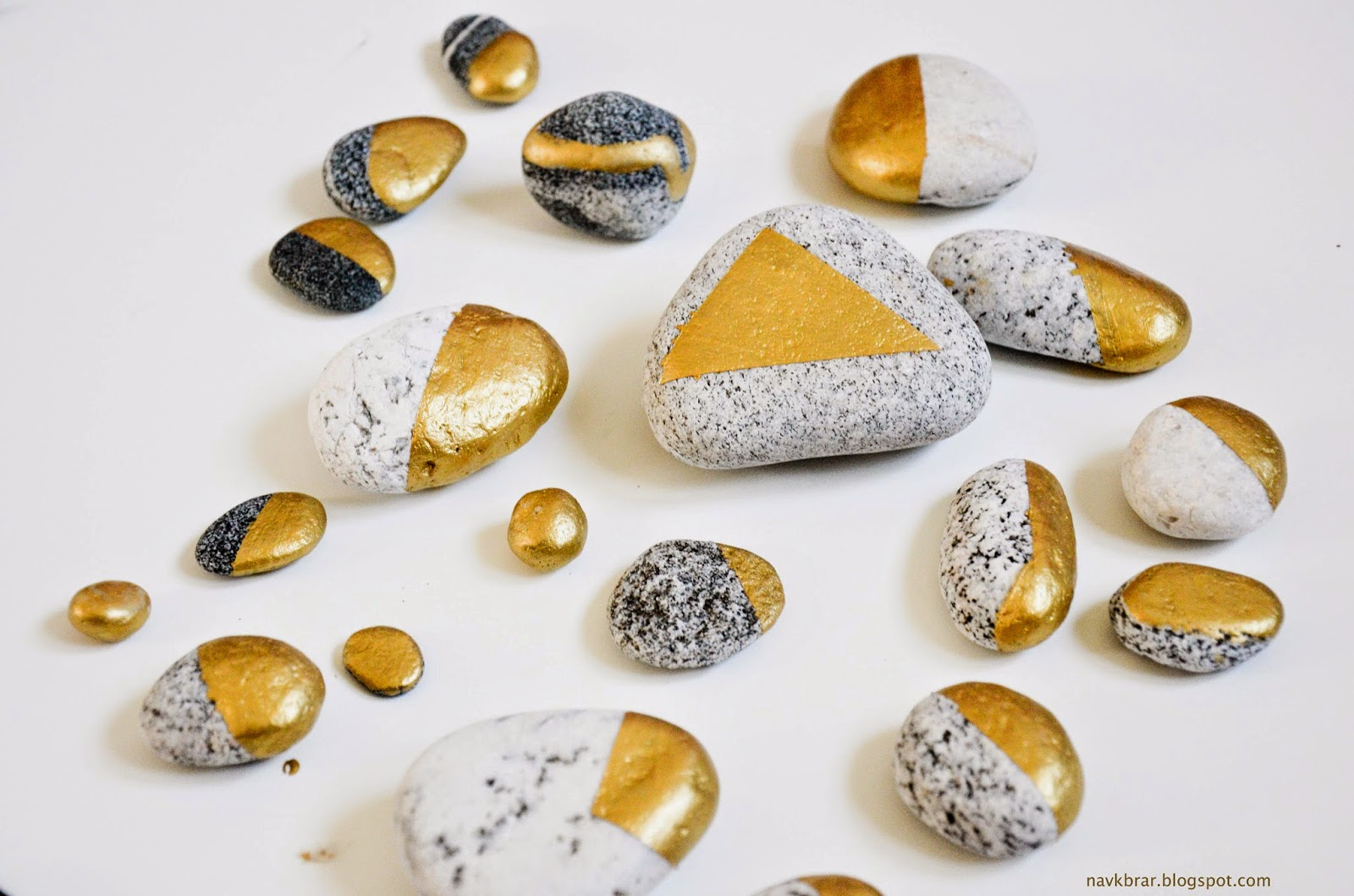 Easy DIY - How to spruce up you rock collections: Paint rocks gold in geometric pattern for a modern decor