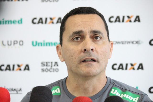 Treinador interino do Figueirense, Hudson Coutinho admite que time pecou na falta de posse de bola (Foto: Luiz Henrique/Figueirense FC)