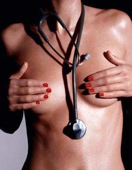 Por qué a unas mujeres el pecho grande y a otros pequeño