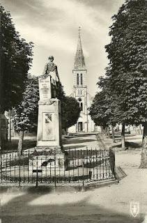 CPA monuments aux Morts de l'Allier, Chantelle