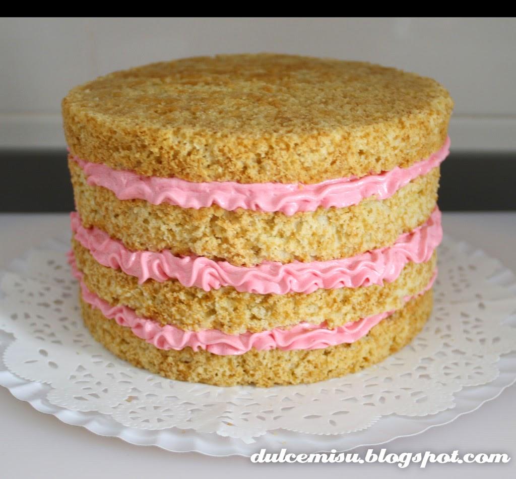 layer cake, crema de turrón, bizcocho de horchata, banderines, fiesta, cumpleaños, buttercream, decoración, whoopie pie, azúcar glas, dulcemisu, dulce, postre