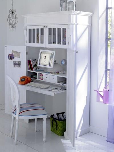Despacho dentro de un armario