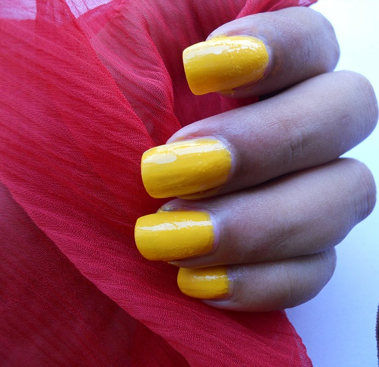 Maybelline Colorama Nail Paint in Amarelo Sol- Review & NOTD+maybelline colorama shades+yellow nail polish