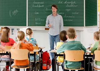 Makalah SBM (Hakikat ciri dan komponen belajar mengajar)