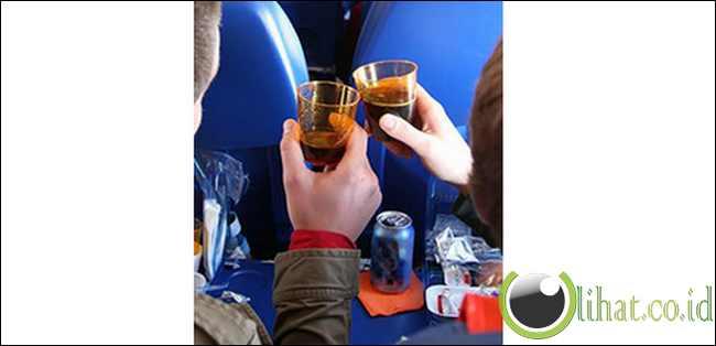 Orang lebih cepat mabuk di pesawat
