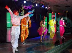 La quinceañera en plena actuación con Carnaval Show