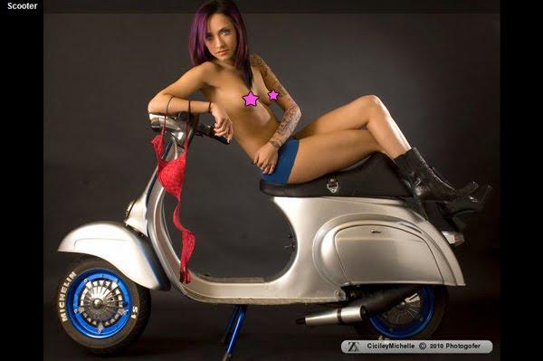 Порно фото на скутере