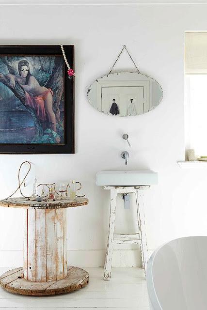 baño blanco nórdico en madera y luminoso