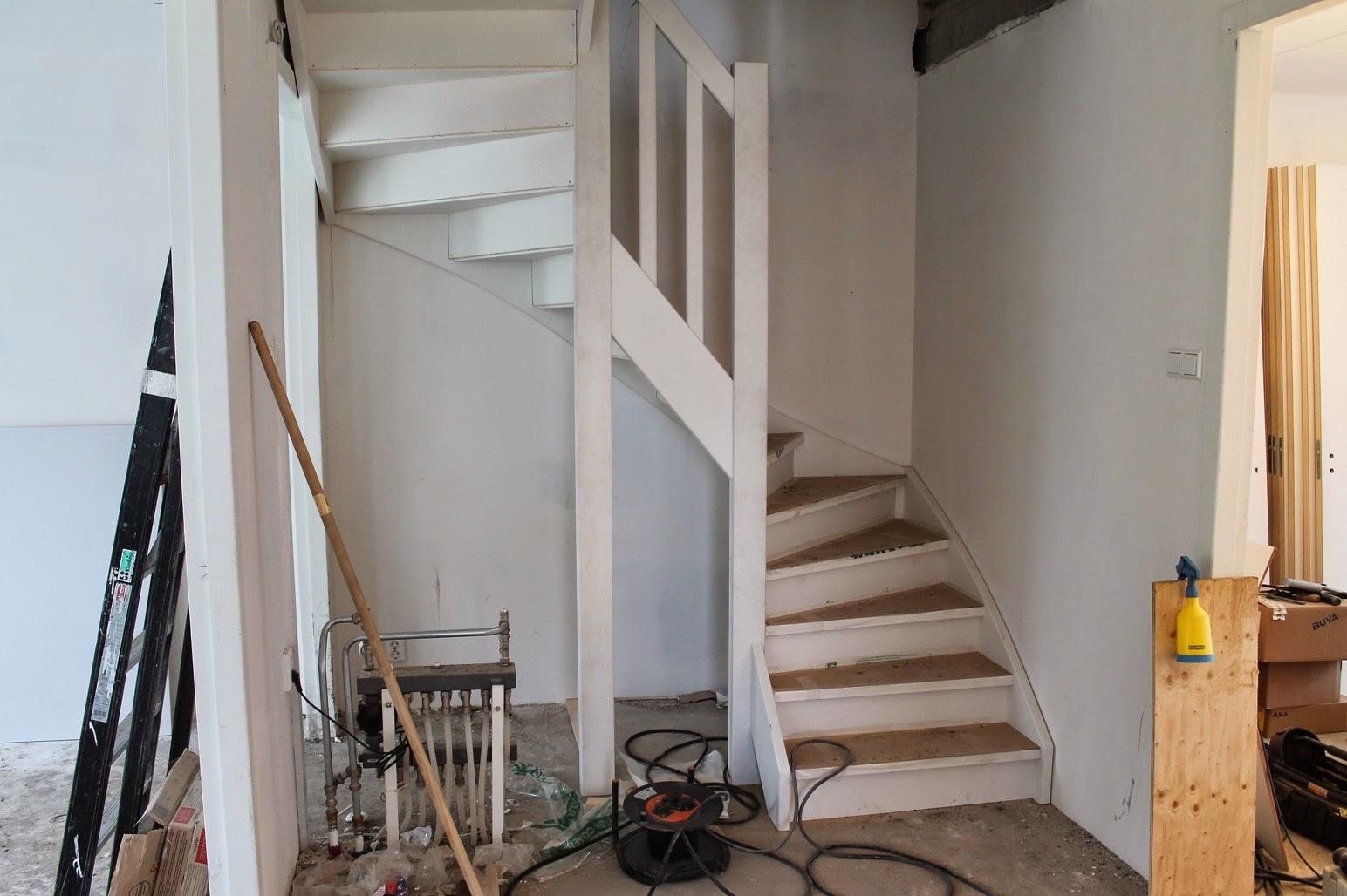 Keuken met trap - Trap binnen villa ...