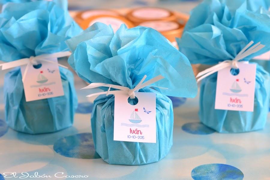 Detalles bautizo en azul balsamos personalizados