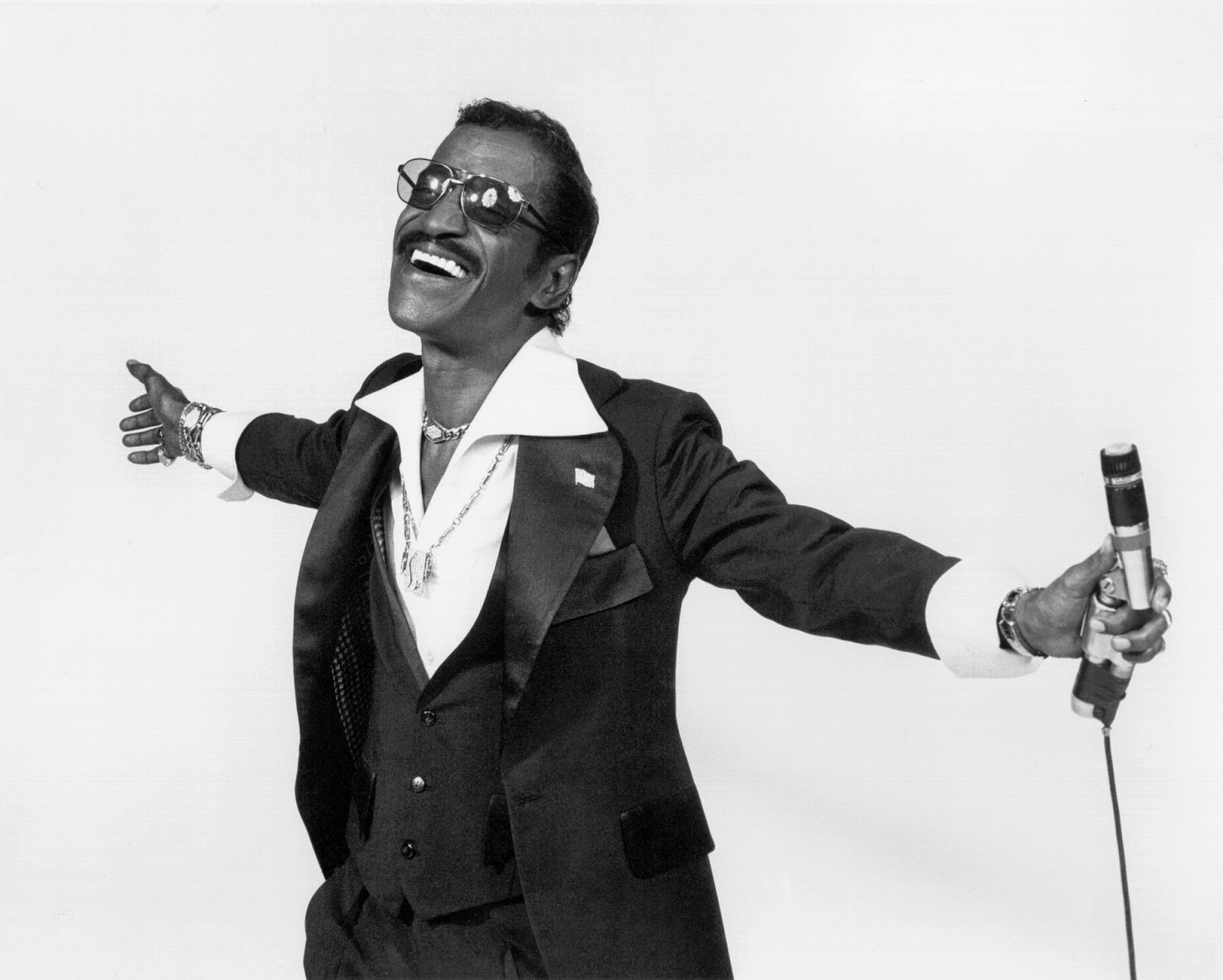 http://jazzdocu.blogspot.it/2015/04/sammy-davis-jr-live-in-australia-1979.html