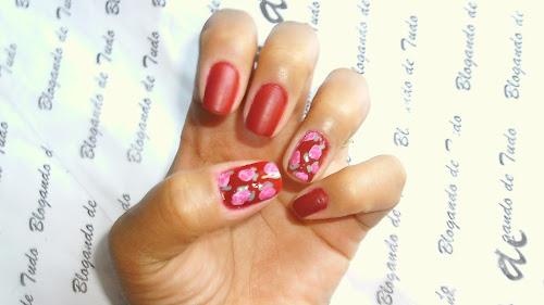 Nail Art vermelho fosco com floral