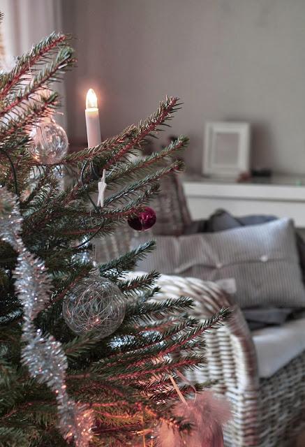 koristeltu joulukuusi, joulukuusen koristeet