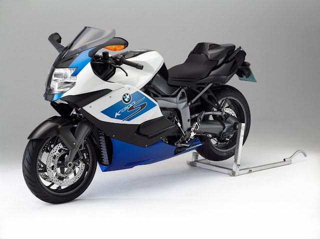 2012_BMW_K1300SHP_With_Paddock_Stand