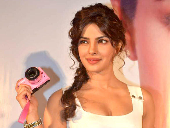priyanka chopra launches nikon 1 cameras photo gallery