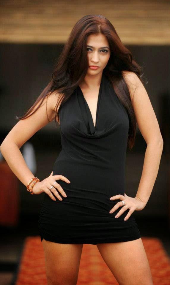 Tania Deen legs