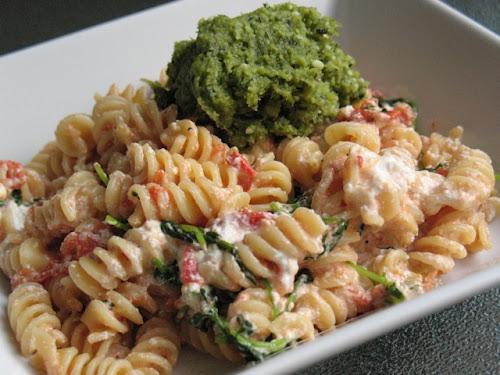 pasta+with+garlic+scape+pesto+2.jpg