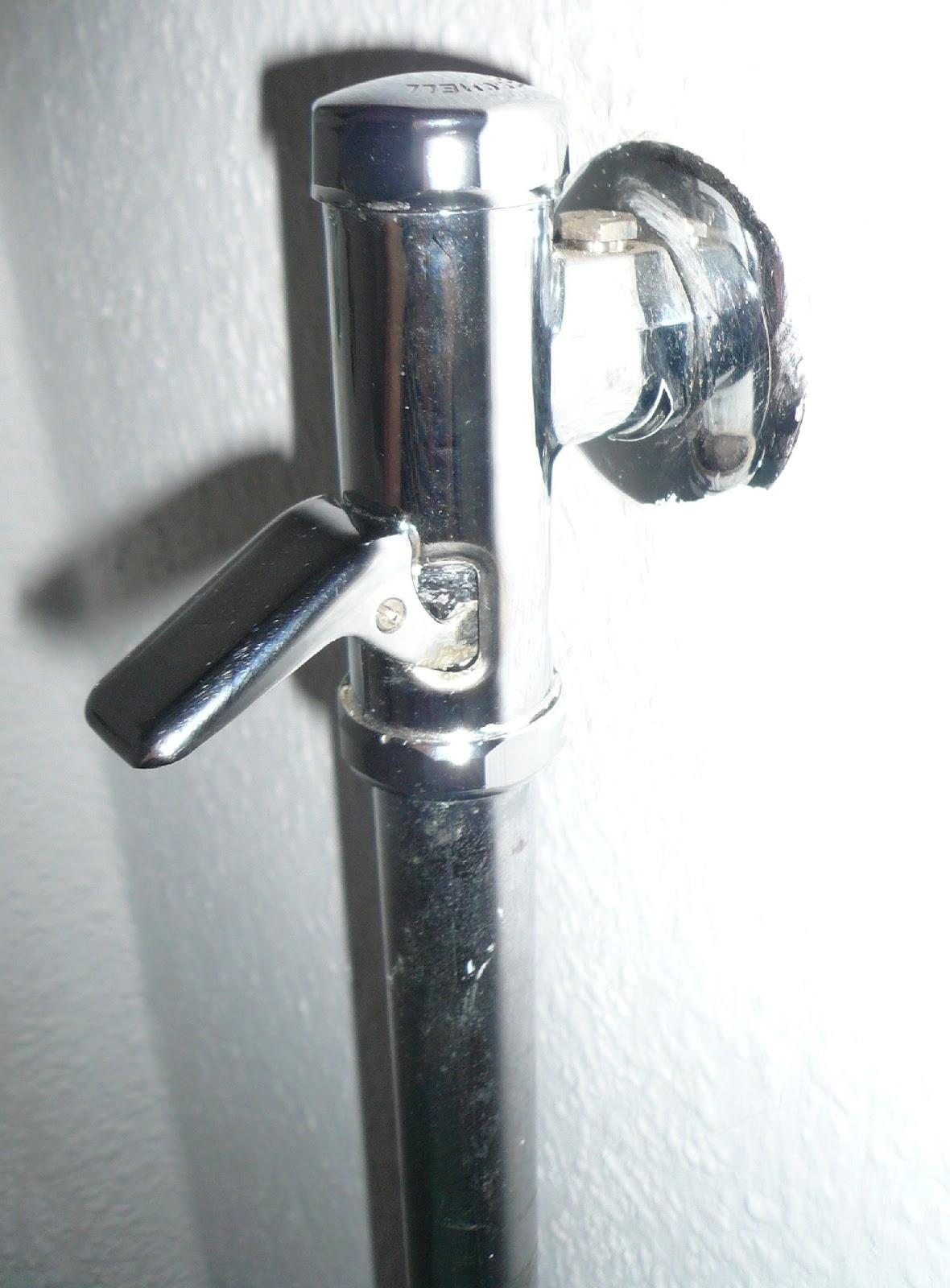 gisi 39 s blog von tag zu tag meine reparatur am wc. Black Bedroom Furniture Sets. Home Design Ideas