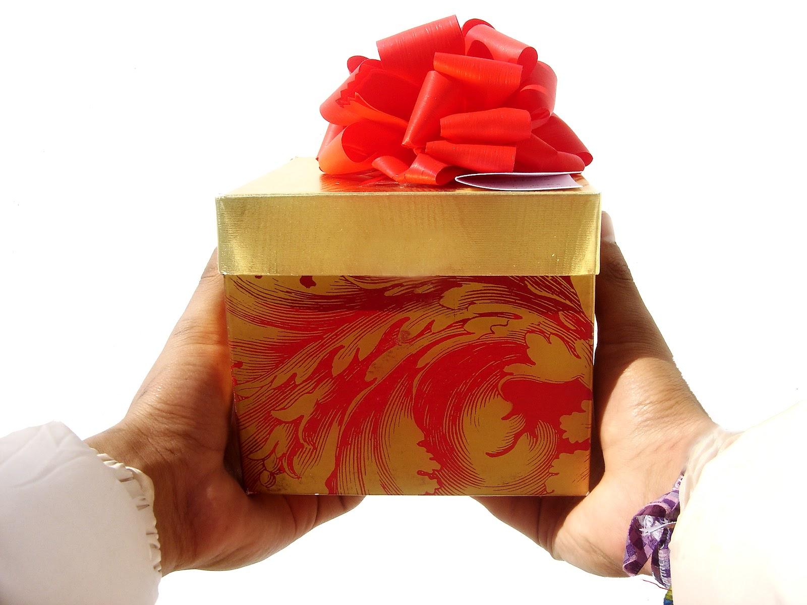 Как правильно подарок или подарок
