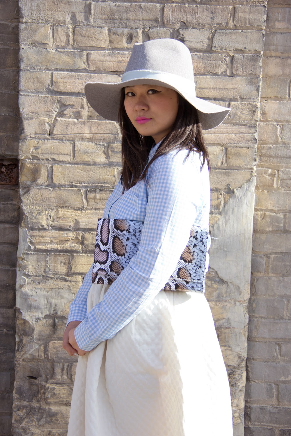 Spring-Look, Zara-grey-fedora-hat, Gap-Checkered-Shirt, White-Midi-Skirt, Blue-Pumps