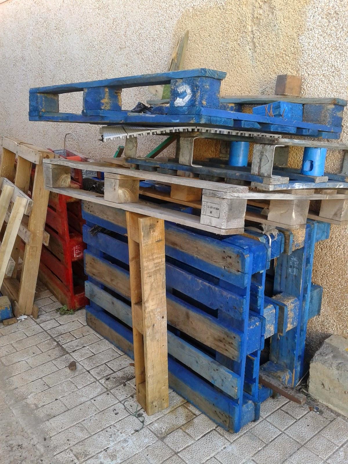 Ecoescuela huerta salama reciclaje de palets y botellas - Reciclaje de palet ...