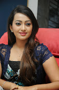 Ester Noronha Photos-thumbnail-8