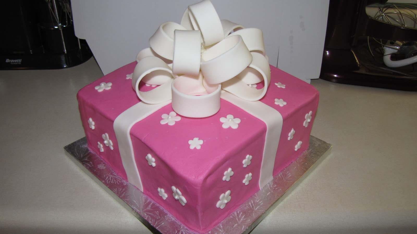 Cake Decorating Gifts : Decorating Tips, Tricks, and Ideas: Pink Gift Cake