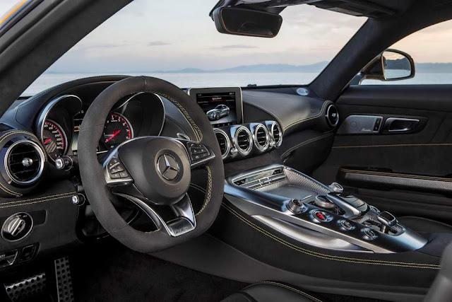 2016-Mercedes-AMG-GT-Interior மெர்சிடிஸ் ஏஎம்ஜி GT S விற்பனைக்கு வந்தது