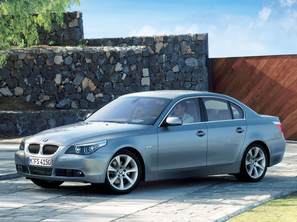 top speed latest cars 2009 bmw 5 series sedan. Black Bedroom Furniture Sets. Home Design Ideas